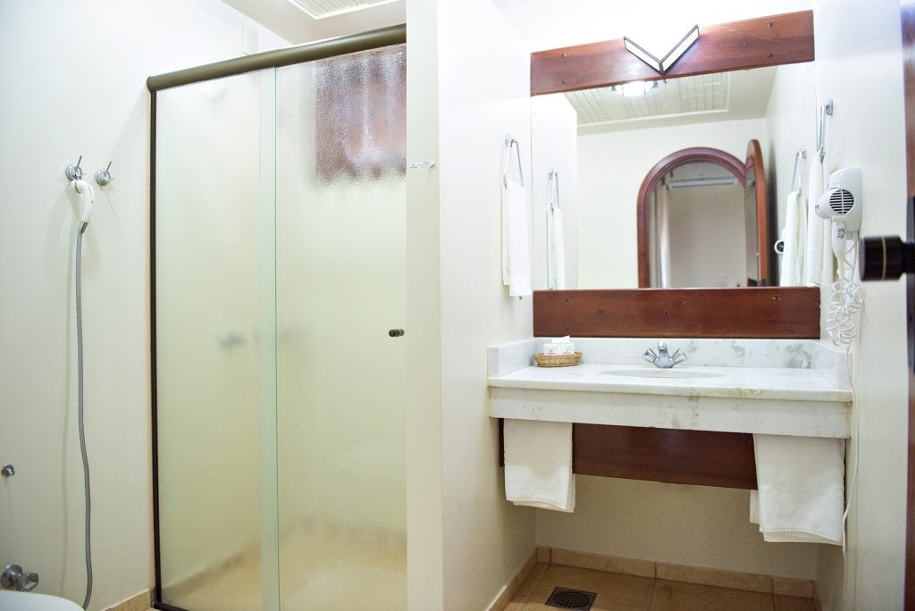 banheiro dos quartos tenonde