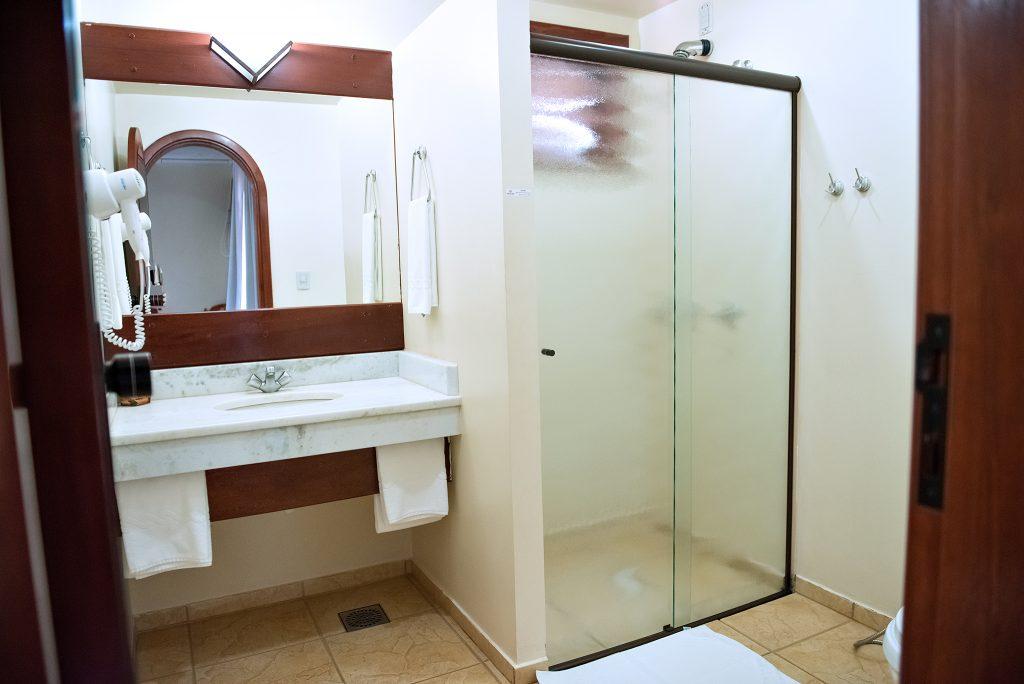 banheiro dos quartos tenondé park hotel sao miguel das missões