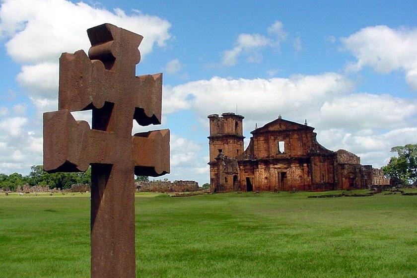 imagen das ruínas de são miguel e cruz missioneira