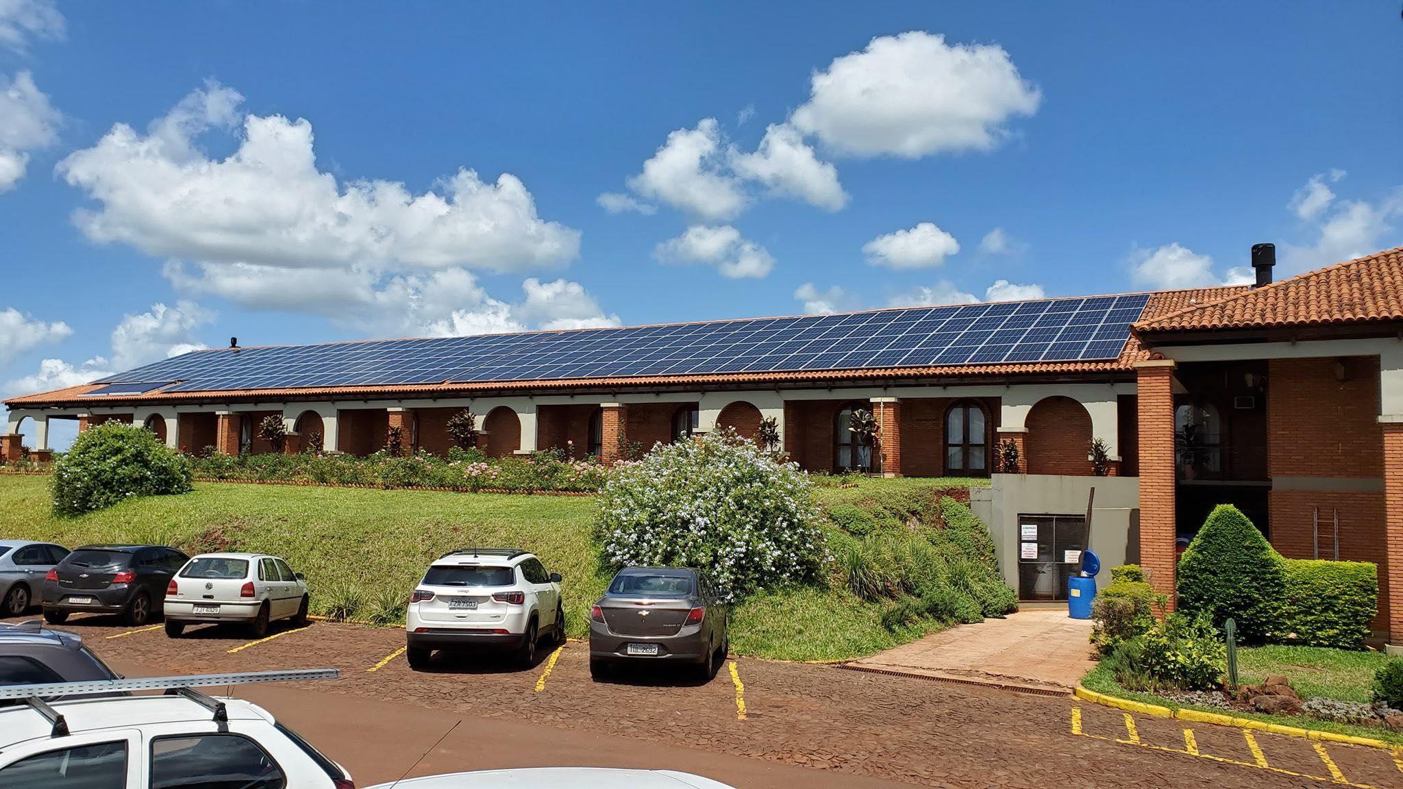 painéis solares no tenondé park hotel são miguel das missoes