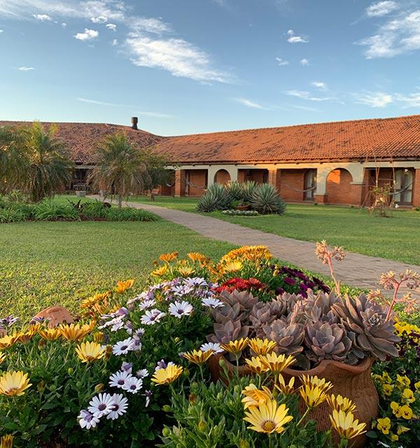 vista externa tenondé hotel pousada missões são miguel flores no jardim